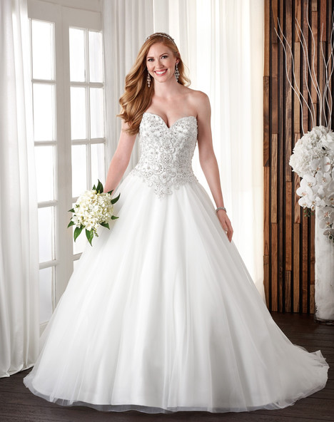 707 gown from the 2017 Bonny Bridal collection, as seen on Bride.Canada
