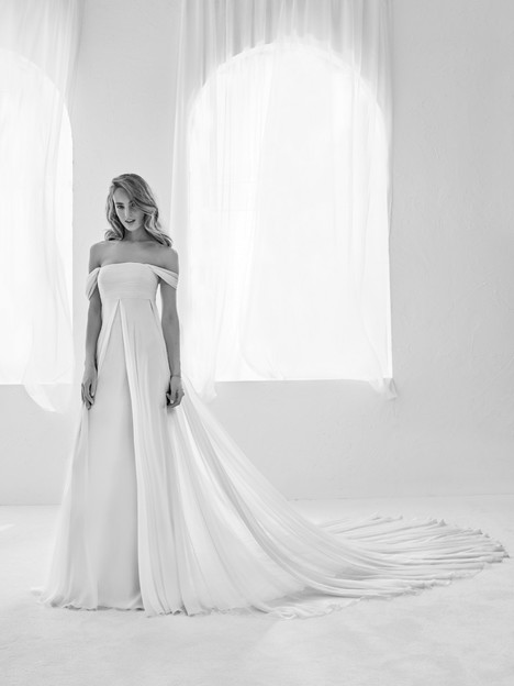 Raggio gown from the 2018 Pronovias Atelier collection, as seen on Bride.Canada