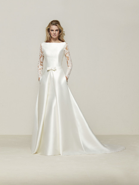 Drales gown from the 2018 Pronovias collection, as seen on Bride.Canada