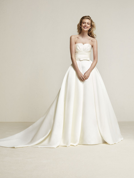 Draminia gown from the 2018 Pronovias collection, as seen on Bride.Canada