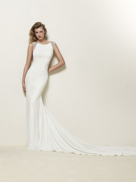 Dravidia gown from the 2018 Pronovias collection, as seen on Bride.Canada