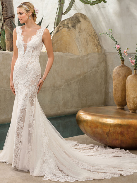 Savannah (2306) gown from the 2017 Casablanca Bridal collection, as seen on Bride.Canada
