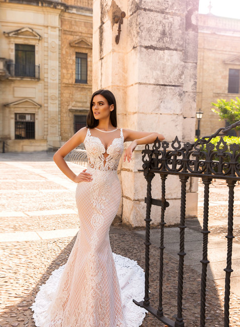 Lizzi gown from the 2017 Crystal Sevilia collection, as seen on Bride.Canada