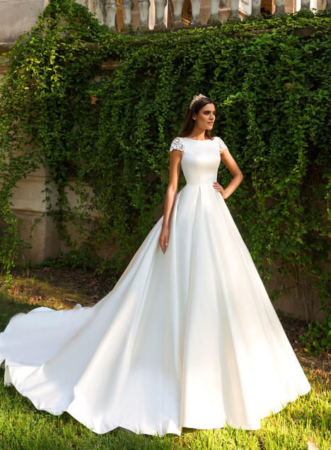Medelin gown from the 2017 Crystal Sevilia collection, as seen on Bride.Canada