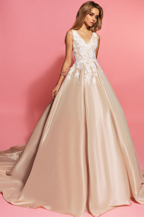 Gwen gown from the 2017 Eva Lendel Pink Inspiration collection, as seen on Bride.Canada