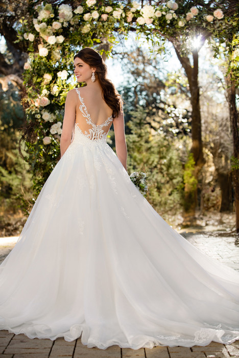 gown from the 2017 Essense of Australia collection, as seen on Bride.Canada