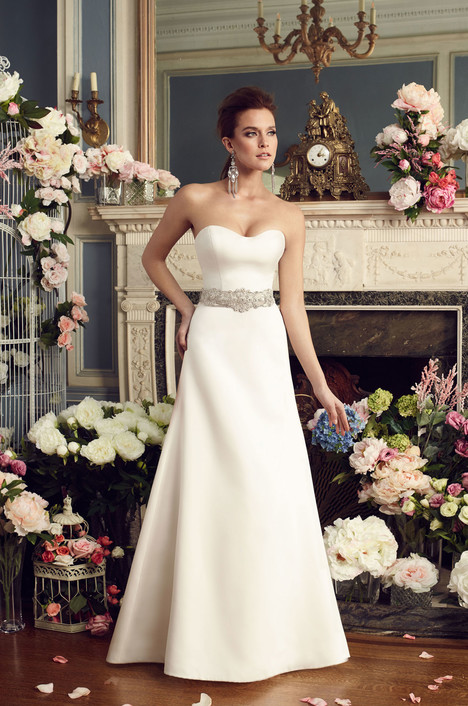 2170 gown from the 2017 Mikaella collection, as seen on Bride.Canada