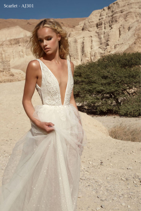 301 gown from the 2018 A&J Collection collection, as seen on Bride.Canada