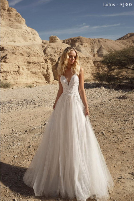 305 gown from the 2018 A&J Collection collection, as seen on Bride.Canada