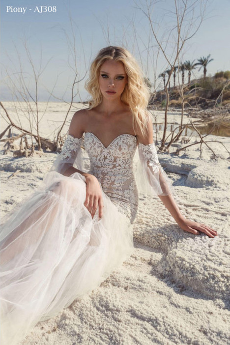 308 gown from the 2018 A&J Collection collection, as seen on Bride.Canada