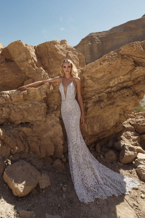 311 gown from the 2018 A&J Collection collection, as seen on Bride.Canada