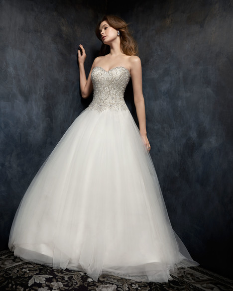 1752 gown from the 2017 Kenneth Winston collection, as seen on Bride.Canada
