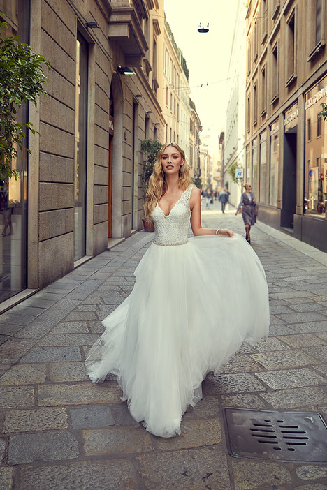 MD238 gown from the 2018 Eddy K Milano collection, as seen on Bride.Canada