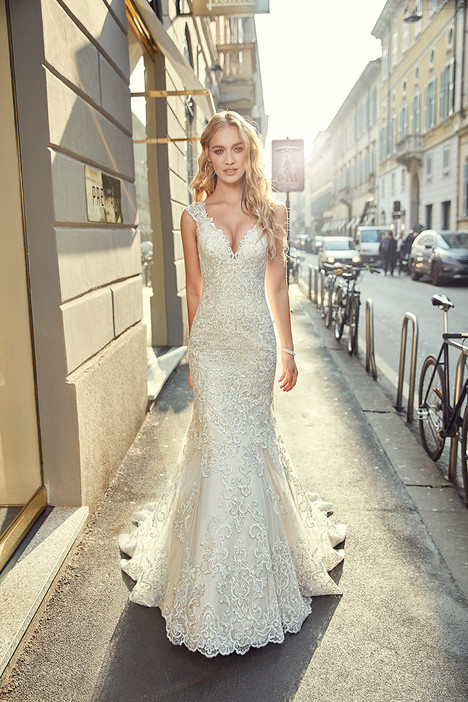 MD239 gown from the 2018 Eddy K Milano collection, as seen on Bride.Canada