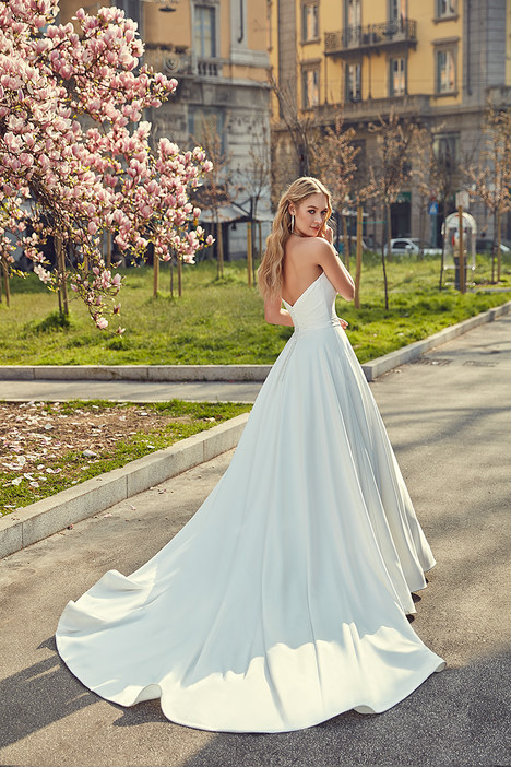 MD240 (back) gown from the 2018 Eddy K Milano collection, as seen on Bride.Canada