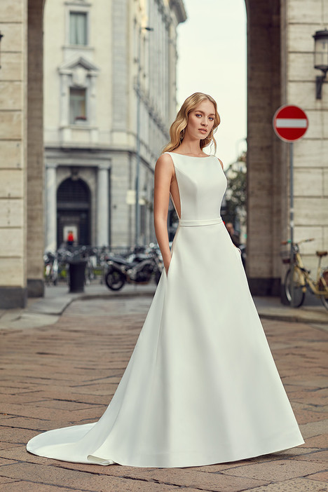 MD242 gown from the 2018 Eddy K Milano collection, as seen on Bride.Canada
