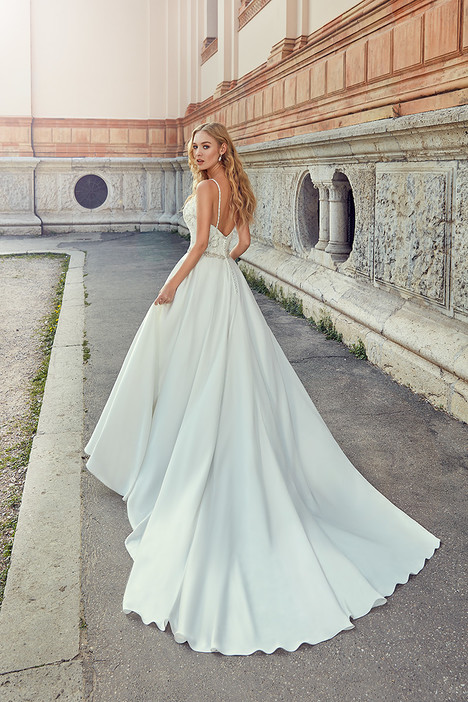 MD251 gown from the 2018 Eddy K Milano collection, as seen on Bride.Canada