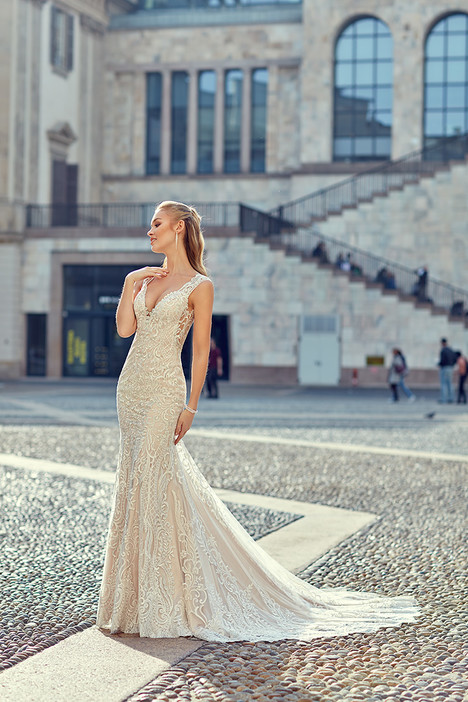 MD252 gown from the 2018 Eddy K Milano collection, as seen on Bride.Canada