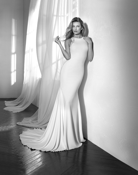 Zafira gown from the 2018 Studio St. Patrick collection, as seen on Bride.Canada