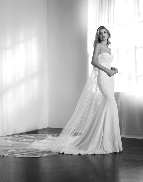 Zaikal gown from the 2018 Studio St. Patrick collection, as seen on Bride.Canada