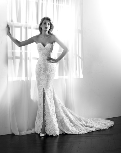Zamir gown from the 2018 Studio St. Patrick collection, as seen on Bride.Canada