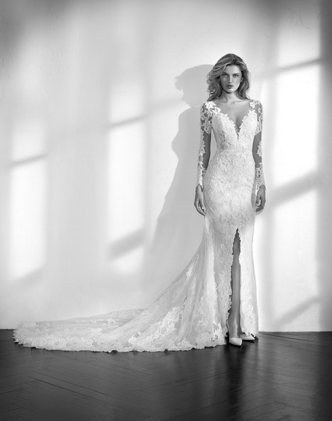 Zanduri gown from the 2018 Studio St. Patrick collection, as seen on Bride.Canada