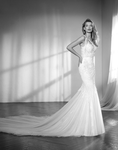 Zareb gown from the 2018 Studio St. Patrick collection, as seen on Bride.Canada