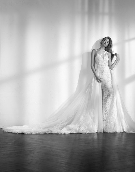 Zen gown from the 2018 Studio St. Patrick collection, as seen on Bride.Canada