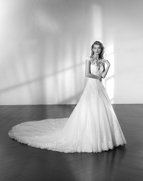 Zial gown from the 2018 Studio St. Patrick collection, as seen on Bride.Canada