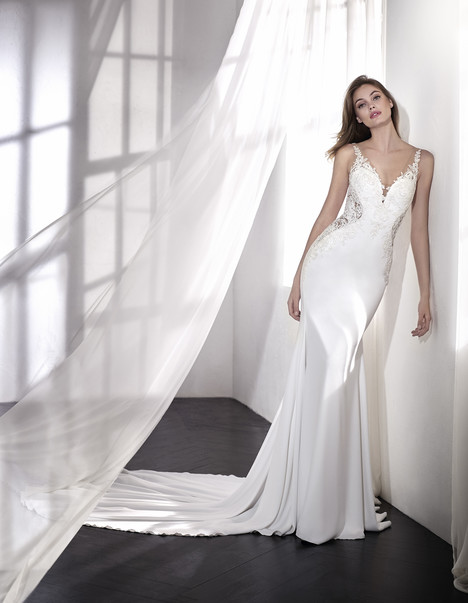 Laetitia gown from the 2018 St. Patrick collection, as seen on Bride.Canada