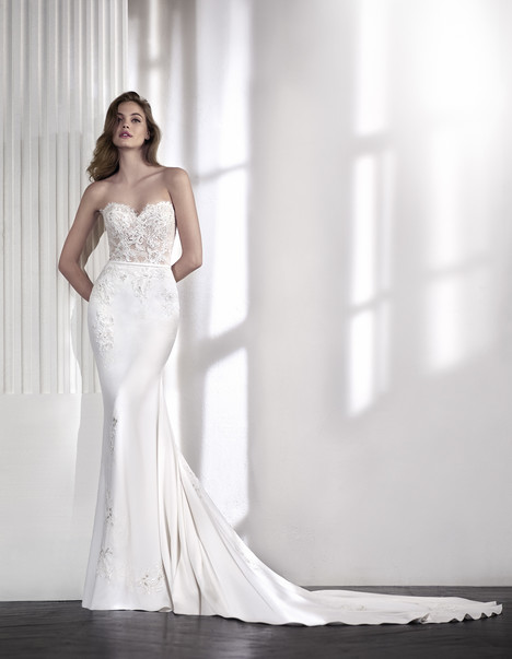 Laia gown from the 2018 St. Patrick collection, as seen on Bride.Canada