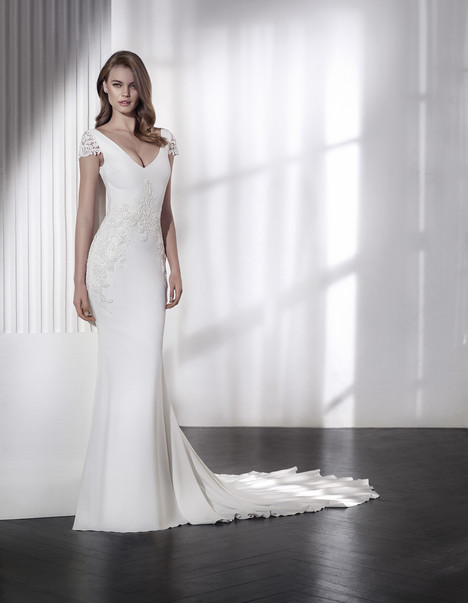 Lamour gown from the 2018 St. Patrick collection, as seen on Bride.Canada