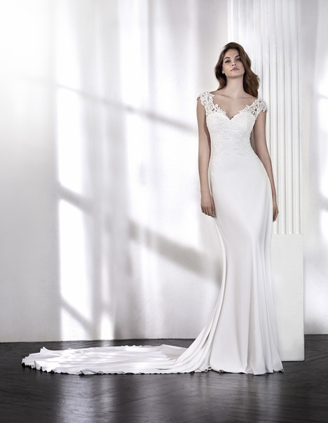 Larisa gown from the 2018 St. Patrick collection, as seen on Bride.Canada