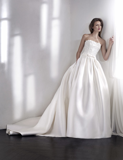 Lisara gown from the 2018 St. Patrick collection, as seen on Bride.Canada