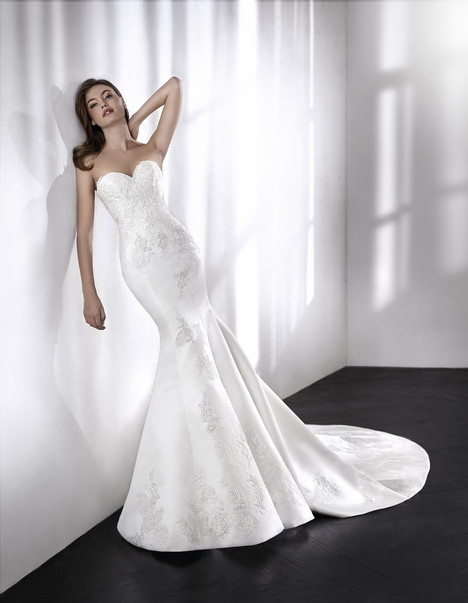 Loana gown from the 2018 St. Patrick collection, as seen on Bride.Canada