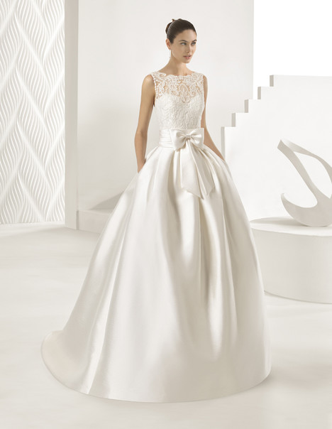 Ordesa gown from the 2018 Rosa Clara collection, as seen on Bride.Canada