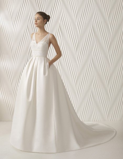 Argel gown from the 2018 Rosa Clara collection, as seen on Bride.Canada