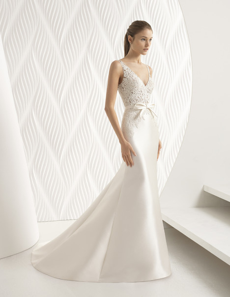 Arte gown from the 2018 Rosa Clara collection, as seen on Bride.Canada