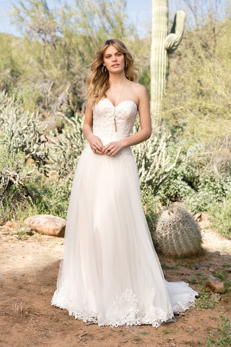 6526 gown from the 2018 Lillian West collection, as seen on Bride.Canada