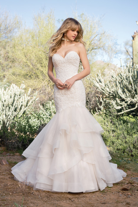 6528 gown from the 2018 Lillian West collection, as seen on Bride.Canada