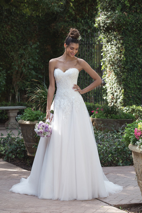 4019 gown from the 2018 Sincerity collection, as seen on Bride.Canada