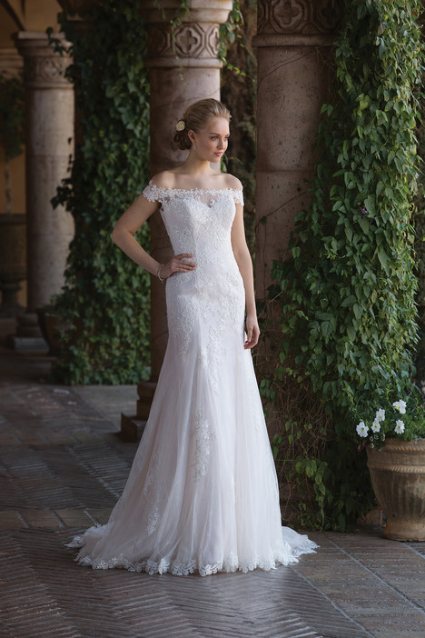 4022 gown from the 2018 Sincerity collection, as seen on Bride.Canada