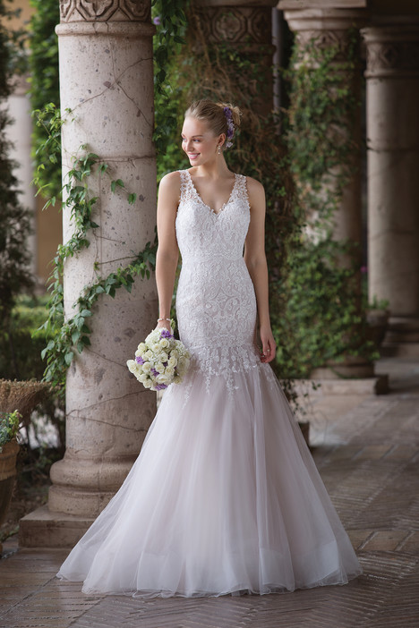4033 gown from the 2018 Sincerity collection, as seen on Bride.Canada
