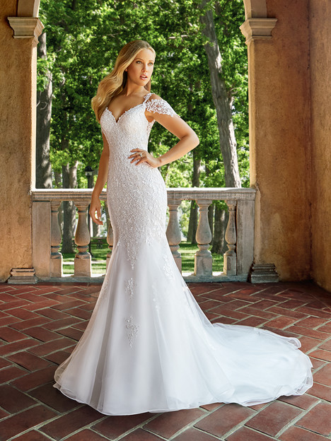 J6541 gown from the 2018 Moonlight : Collection collection, as seen on Bride.Canada