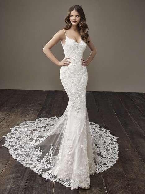 Becky gown from the 2018 Badgley Mischka Bride collection, as seen on Bride.Canada