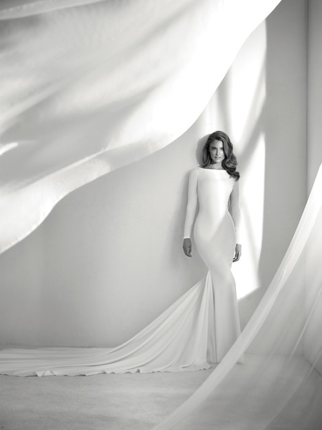 Resal gown from the 2018 Pronovias Atelier collection, as seen on Bride.Canada