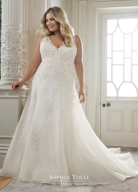 Artemis (Y11874 Plus) gown from the 2018 Sophia Tolli collection, as seen on Bride.Canada