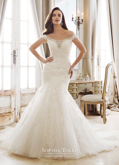 Minerva (Y11894) gown from the 2018 Sophia Tolli collection, as seen on Bride.Canada