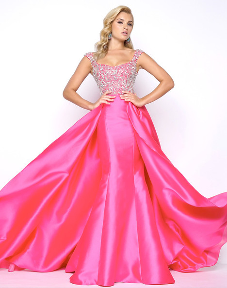 62730M (Haute Pink) gown from the 2018 Mac Duggal Prom collection, as seen on Bride.Canada