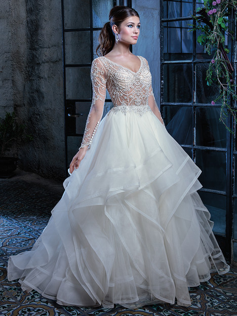 C125 gown from the 2018 Amare collection, as seen on Bride.Canada